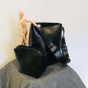 Handbags - BLACK BUCKET BAG